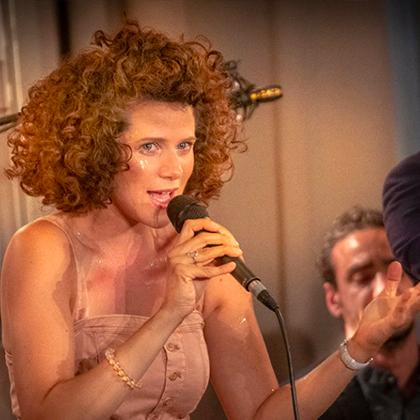 http://festivaljazzsaintgermainparis.com/wp-content/uploads/2014/01/Cyrille-Aimée-420x420_.jpg