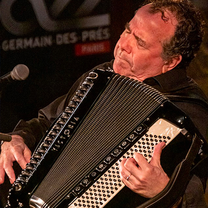 http://festivaljazzsaintgermainparis.com/wp-content/uploads/2014/01/Richard-Galliano-420-x420.jpg