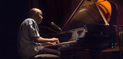 https://festivaljazzsaintgermainparis.com/wp-content/uploads/2014/01/ray-lema-slider-fest-PB.jpg